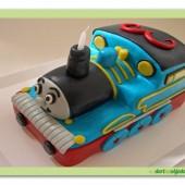 107.Marcipánový modelovaný 3D dort mašinka Tomáš