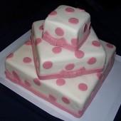 187.Čtvercový marcipánový svatební dort s dekory a mašličkami