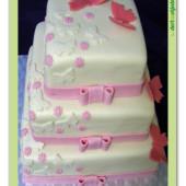 191.Marcipánový svatební čtvercový dort s motýlky a mašlemi