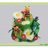 121.Včelka Mája patrový marcipánový dort