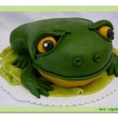 231.Modelovaný marcipánový dort 3D – Žába