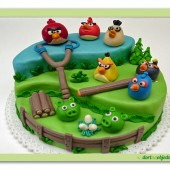 8. Marcipánový patrový dort tematický malý – Angry birds