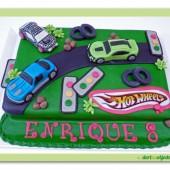 105. Marcipánový dort s motivem aut hot wheels