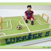274. Marcipánový dort fotbalové hřiště s hráčem ve fotbalovém dresu