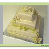 175. Marcipánový svatební hranatý dort s růžemi, mašlí a ornamenty