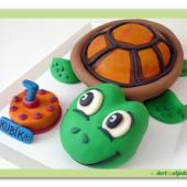223. Marcipánový modelovaný 3D dort – želvička s narozeninovým dortem