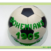 9. Marcipánový modelovaný dort ve tvaru fotbalového míče