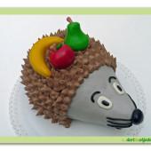 225.Krémový modelovaný dort Ježek s marcipánovým ovocem