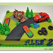 73.Marcipánový dort s dekory na téma filmu Cars s Bleskem a Burákem