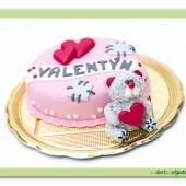 1. Zamilované dorty – marcipánový dort s medvídkem pro všechny zamilované