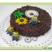 """41.Čokoládový dort s pařížským krémem a marcipánovými dekory """"Mimoni"""""""