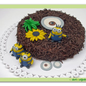"41.Čokoládový dort s pařížským krémem a marcipánovými dekory ""Mimoňi"""