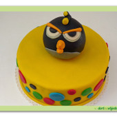 45. Marcipánový dort Angry birds černý