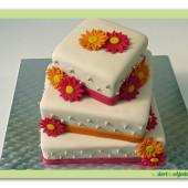 164. Svatební marcipánový čtvercový  dort s gerberami