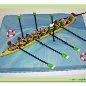 269. Sportovní marcipánový dort s lodí – osmiveslice