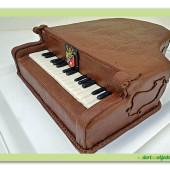 252. Marcipánový modelovaný dort – Klavír Petrof