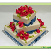 162. Svatební marcipánový dort hranatý s růžemi a mašlí