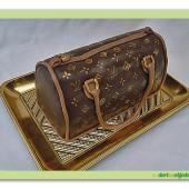 255. Kabelka L&V – zlatá – marcipánový modelovaný 3D dort