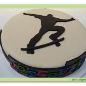 413. Marcipánový dort skateboardista