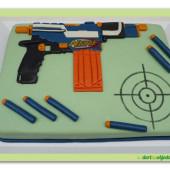 497. Nerf – marcipánový dort s pistolí
