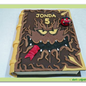514. Modelovaný dort z plastické čokolády – Lego Nexo Knights – kniha monster