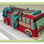 583. Hasičské auto s požárníky