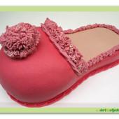 577.  Papuče – elegantní dortová pantofle