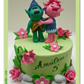 591. Marcipánový dort Šťastní Trollové Poppy a Větvík