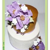 608. Marcipánový dort s květy – fialovo zlatý