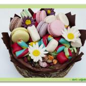 611.  Čokoládová koruna plná sladkostí
