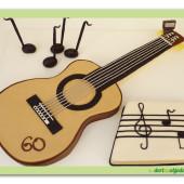 604. Klasická kytara s notami