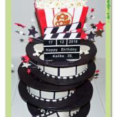 639. Filmový dort – filmařské cívky s popcornem a klapkou