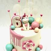 695. Stékající dětský krémový dort  s modelovanou postavičkou na přání